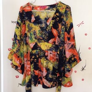 Betsy Johnson bell sleeve top ❤️💖💗❤️💖💗